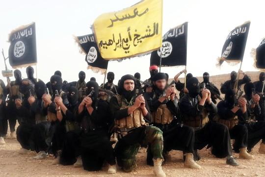 Foto: picture alliance/abaca Die martialische Inszenierung ist ein wichtiger Teil der Wirkung des IS